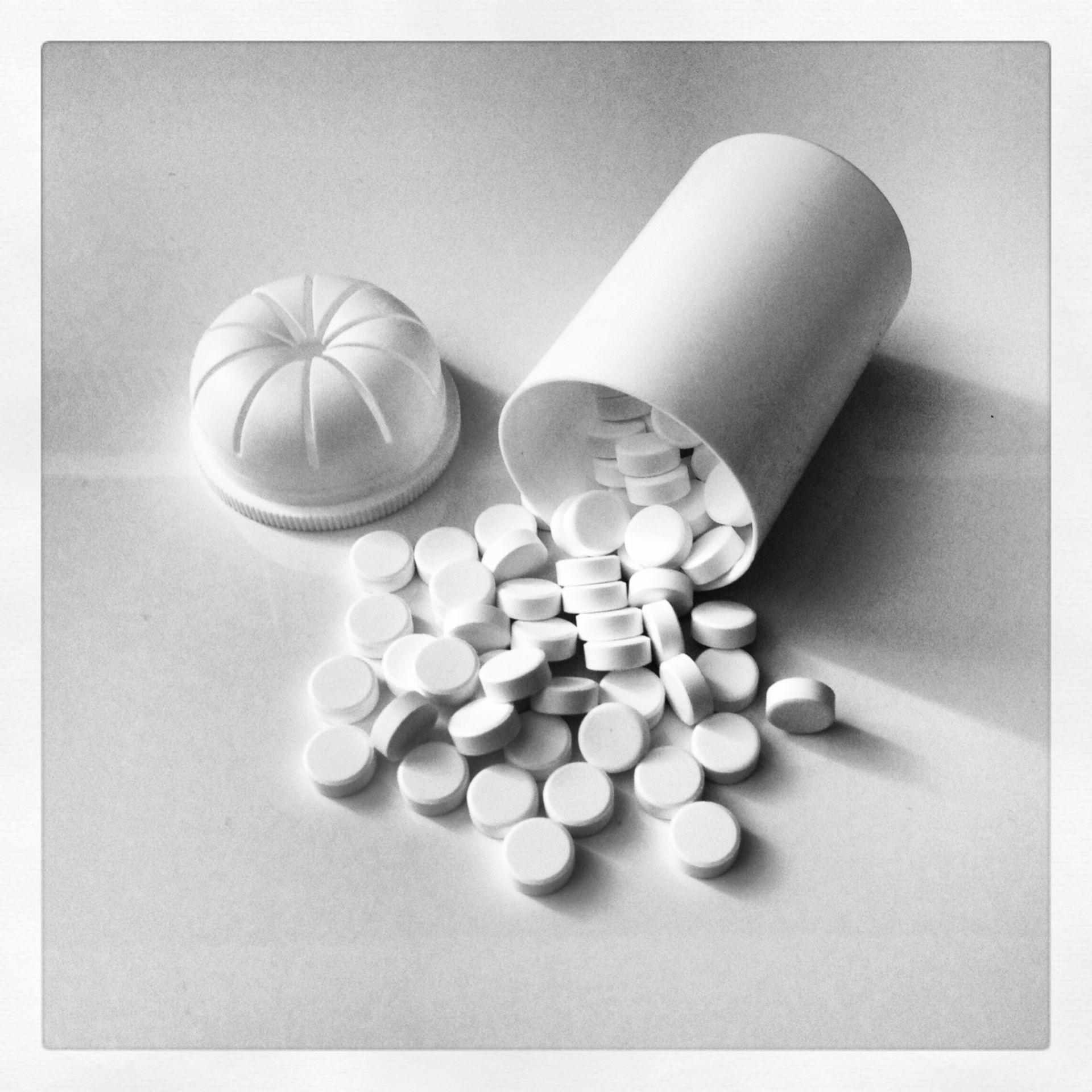 Tabletten aus Tablettendose Aufsicht