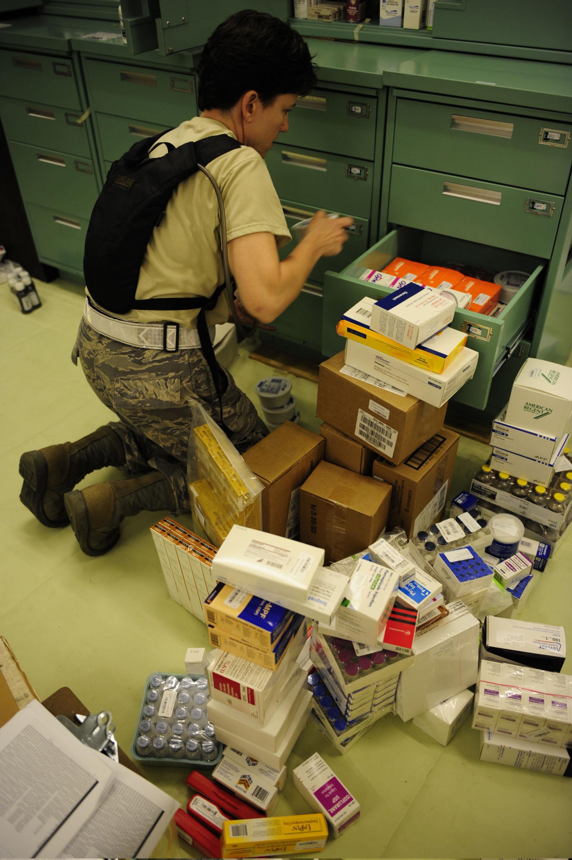Medicina e droghe per noi forze in Afghanistan (2010)