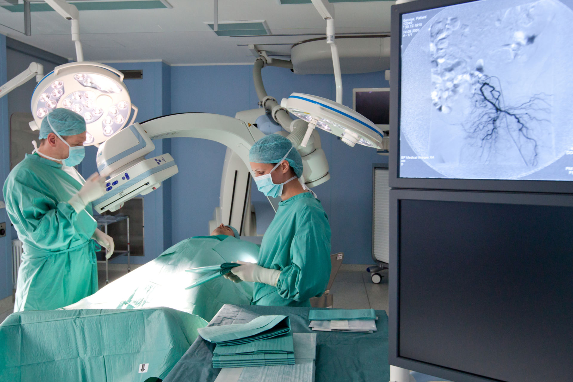 Angiography inside the hybrid operating room