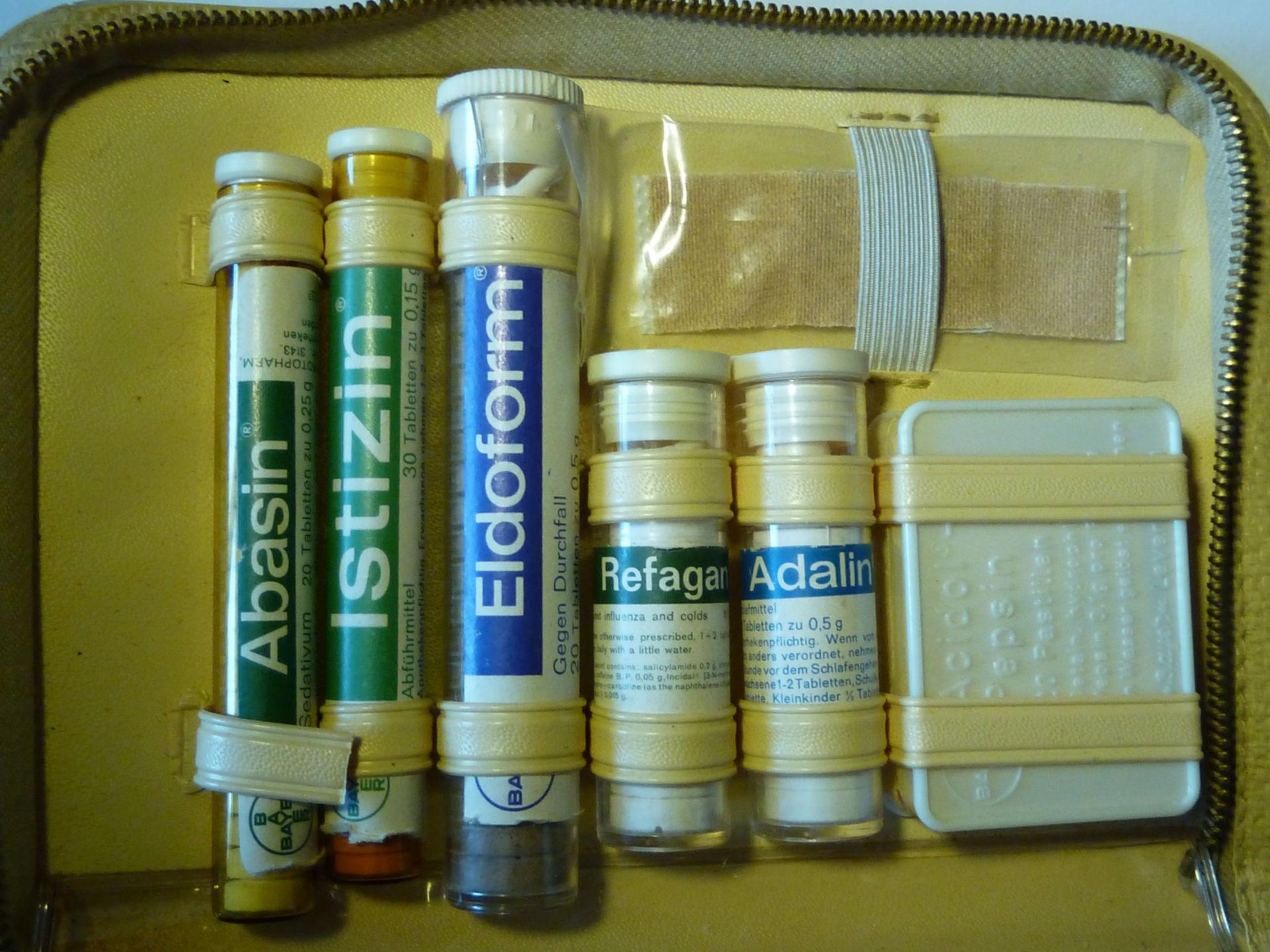 Un armadietto dei medicinali in un caso