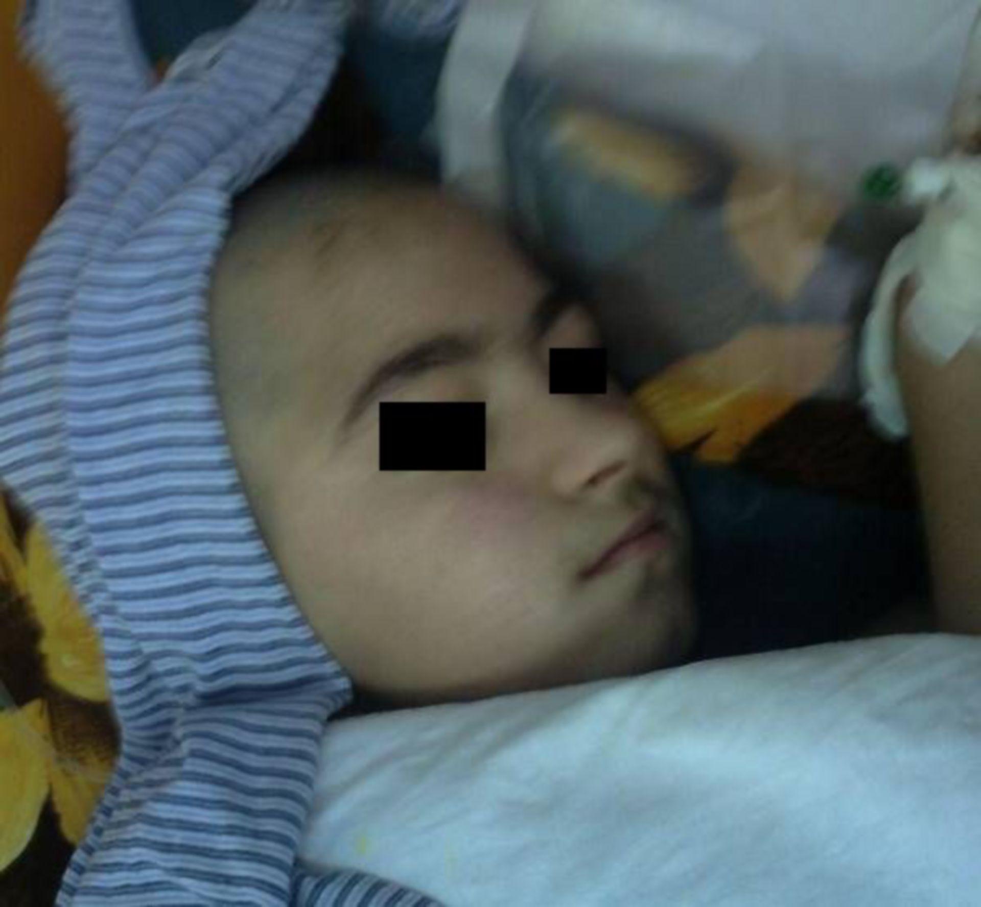 Kind im rumänischen Krankenhaus (Hydrozephalus)