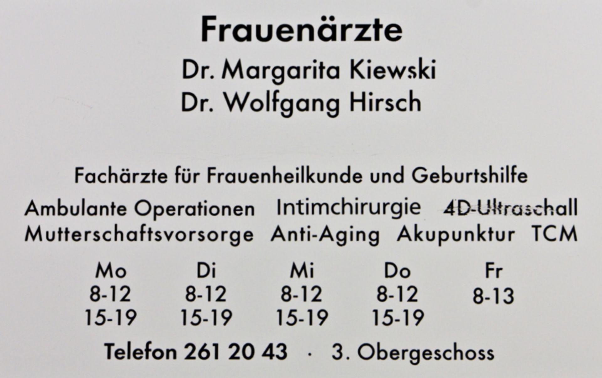 Praxisschild Frauenärzte in Berlin-Mitte  am Potsdamer Platz Berlin - Schwangerschaft - Operationen