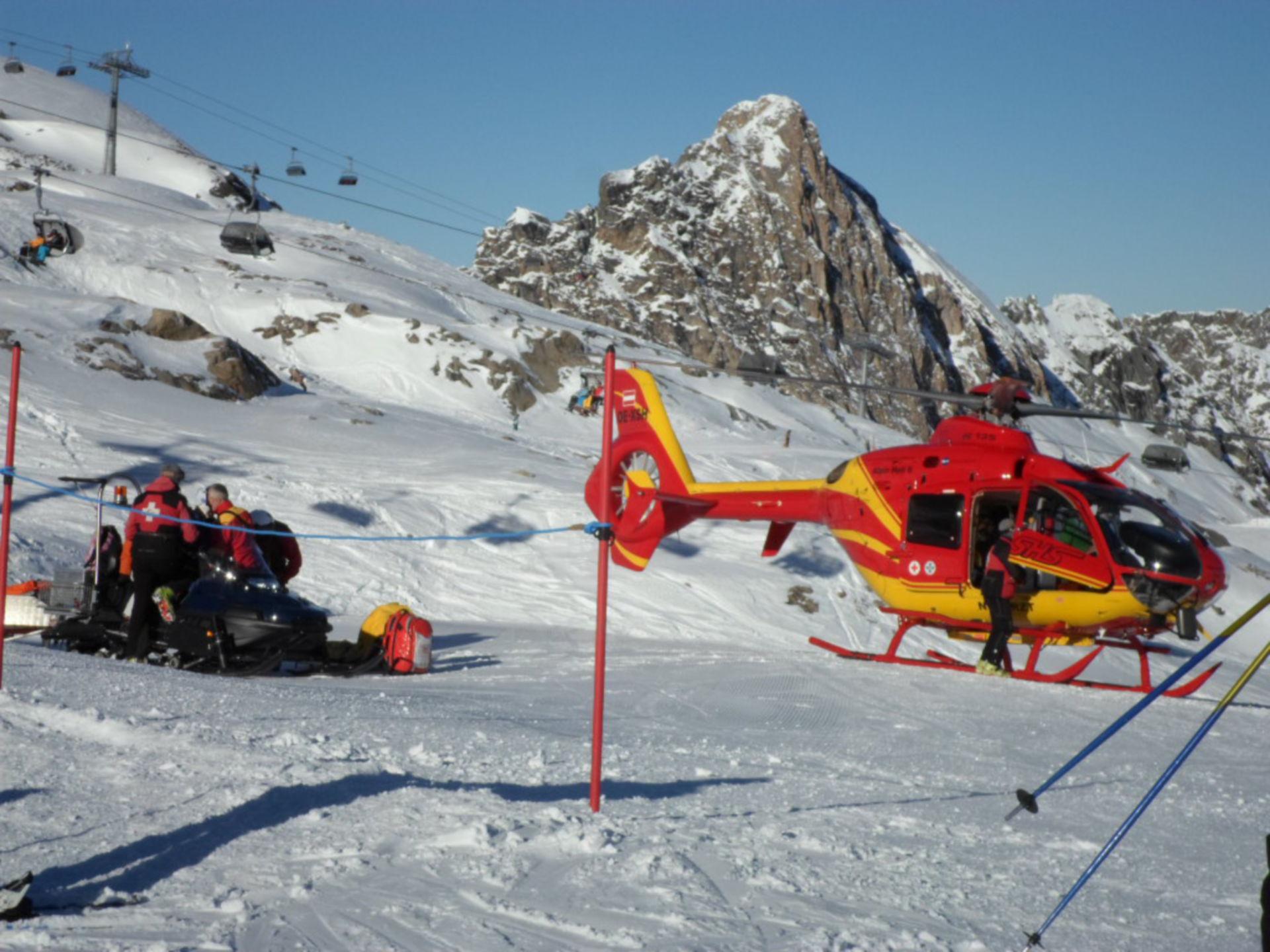 Alpine Luftrettung am Kitzsteinhorn/A SAM_1693