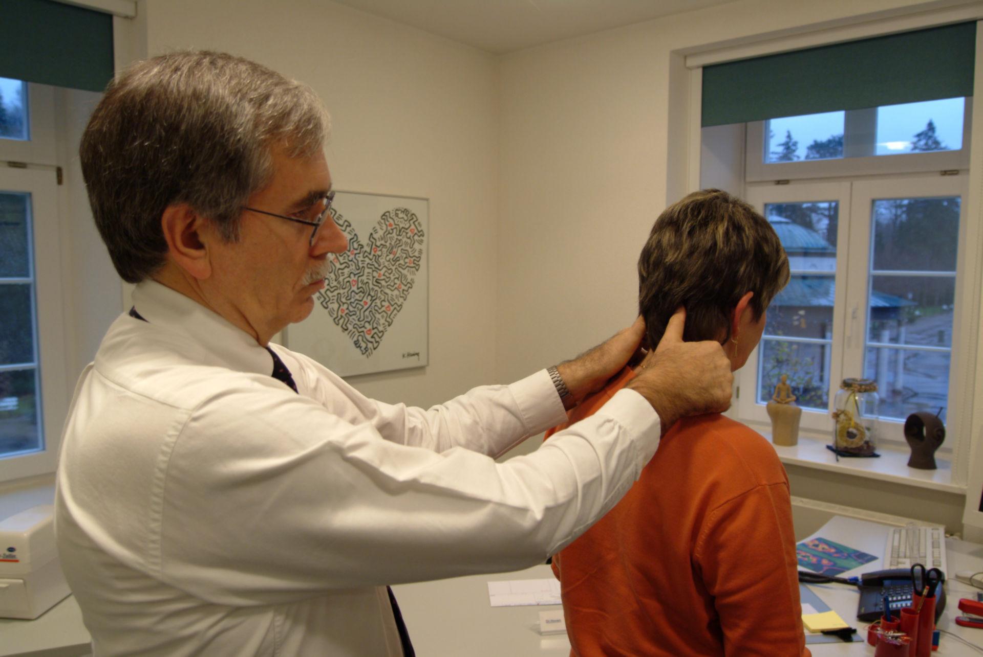 Patientin mit Fibromyalgie-Schmerzen