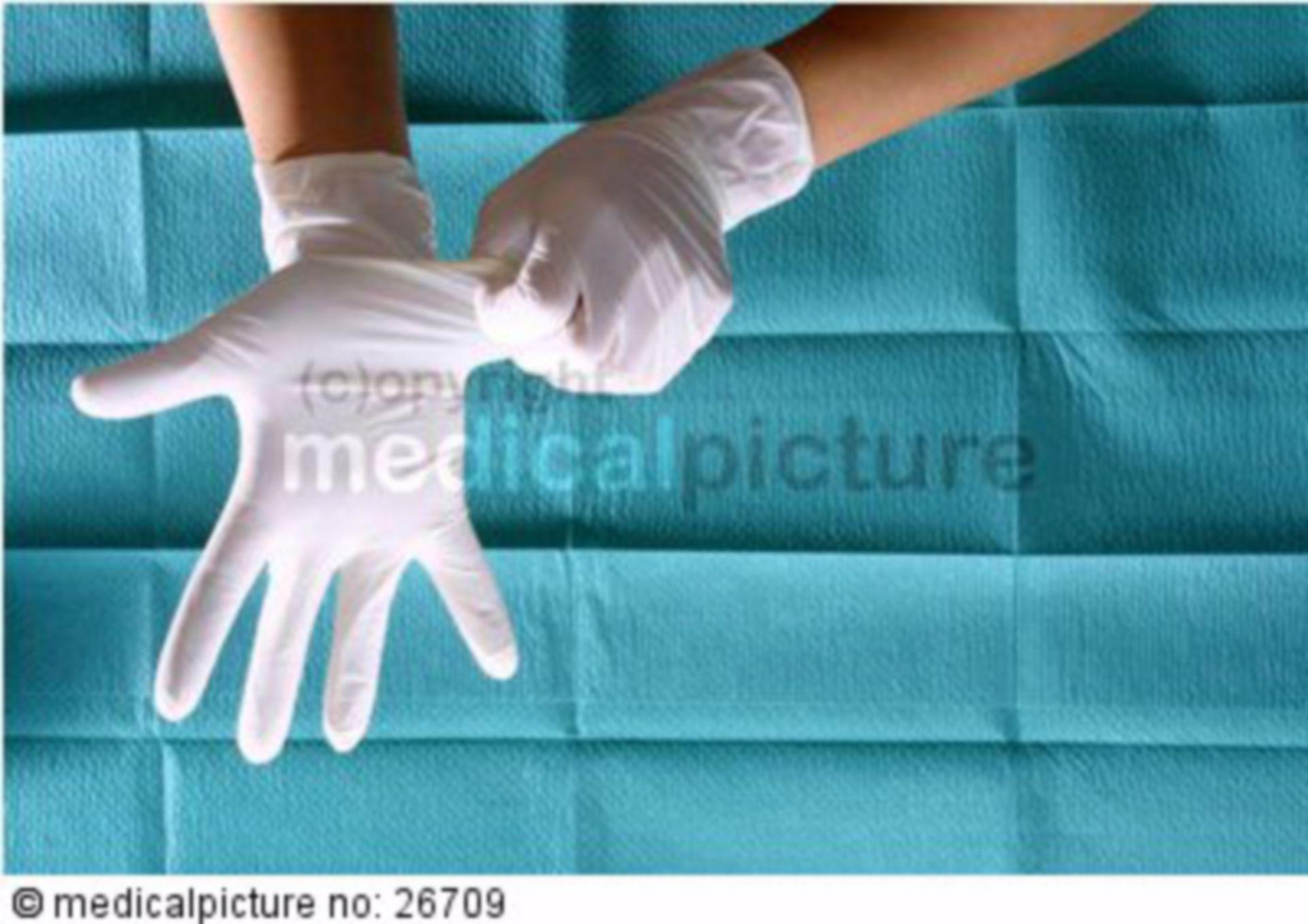 Anziehen von Einmalhandschuhen
