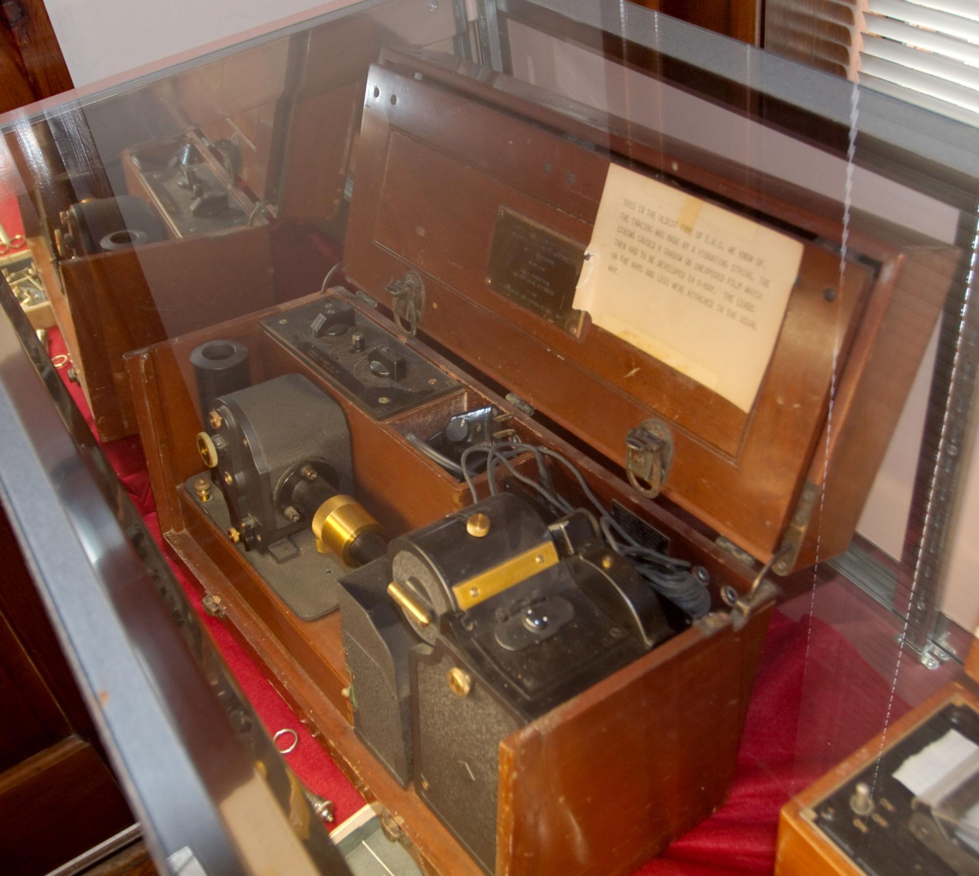 Una delle prime macchine per ECG
