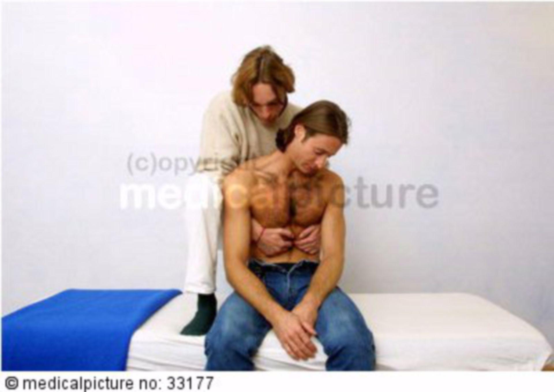 Osteopath mit Patient