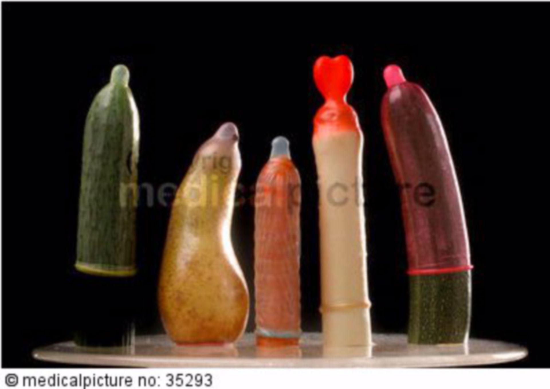 Kondome auf Obst und Gemüse