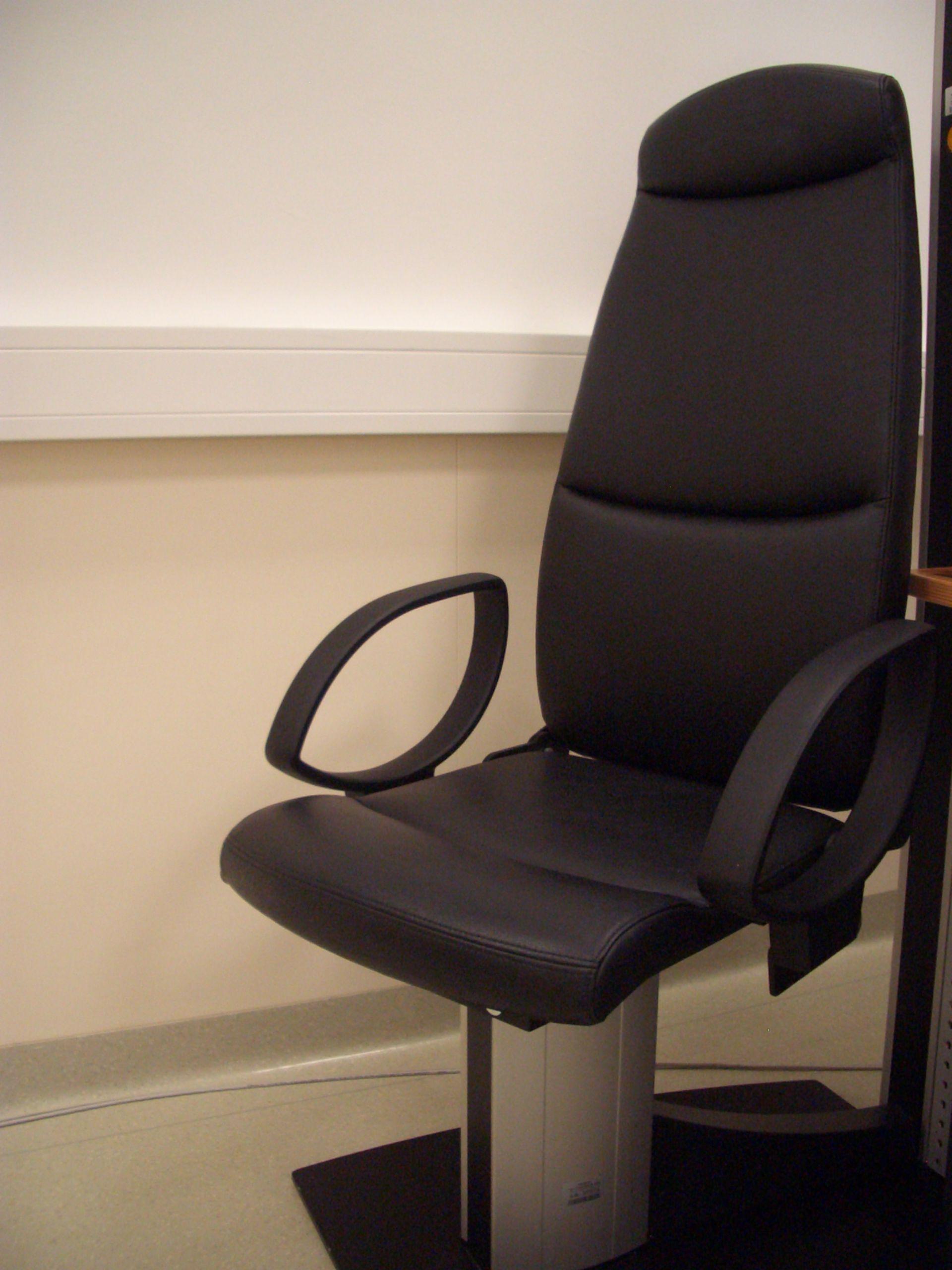 Ophthalmologischer Untersuchungsstuhl
